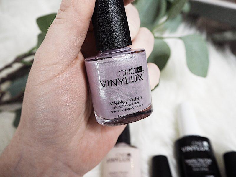 cnd vinylux glacial illusion alpine plum